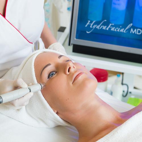 Klasikinė HYDRAFACIAL veido procedūra