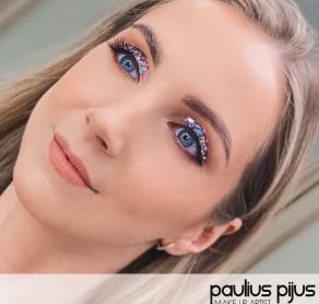 Blizgus makiažas jūsų šventiniam įvaizdžiui ✨  ????Meistras Paulius Pijus ????SUGIHARA klinika  . . . . #sugiharaklinika #grozioklinika #groziosalonas #spa #dermatologija #kosmetologija #plastinechirurgija #kosmetikainternetu #kosmetika #lithuania #aestheticclinic #beautyclinic #cosmetic #dermatology #skin #skincare #beauty #cosmeticshop #makiazas #makiazasvilniuje #makiazokursai #makiazopamoka